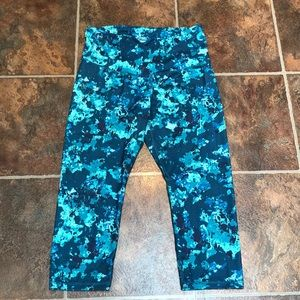 Old Navy cropped yoga pant high waist